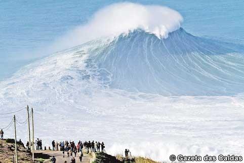 ondas-grandes-na-praia-do-norte-Nazar copy