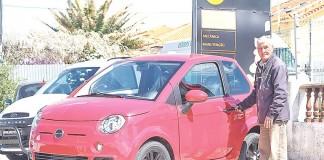 Albertino Neves, vendedor, é o rosto da Carros & Companhia no segmento dos microcarros
